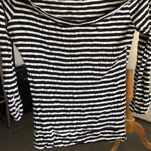 black and white super soft guess top 3/4 sleeve